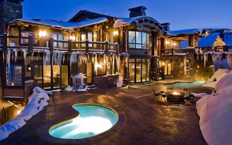 Large property for rent in Park City with pool.